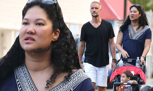 Kimora Lee Simmons enjoys stroll with husband Tim Leissner in St Barths | Daily Mail Online