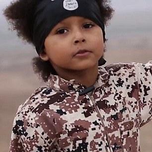 Un niño británico sospecha (en la foto) ha amenazado el Reino Unido con nuevos ataques terroristas en un video depravada ejecución ISIS