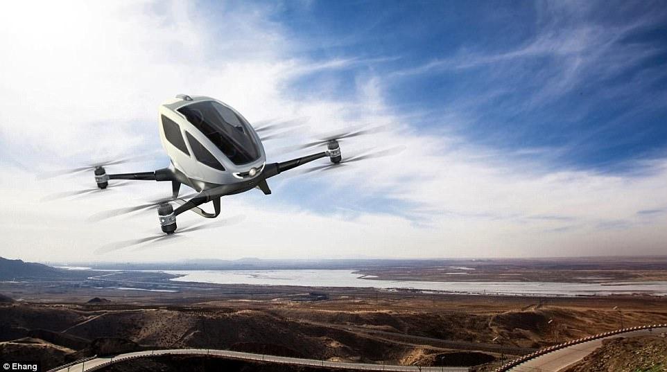 """EHang afirma estar construindo o primeiro do mundo 'Autonomous Aerial Vehicle' para o transporte de pessoas. """"Você sabe como se sente ao se sentar em uma Ferrari? Isto é 10 vezes melhor """", disse George Yan, co-fundador da Ehang em uma entrevista com DailyMail.com"""