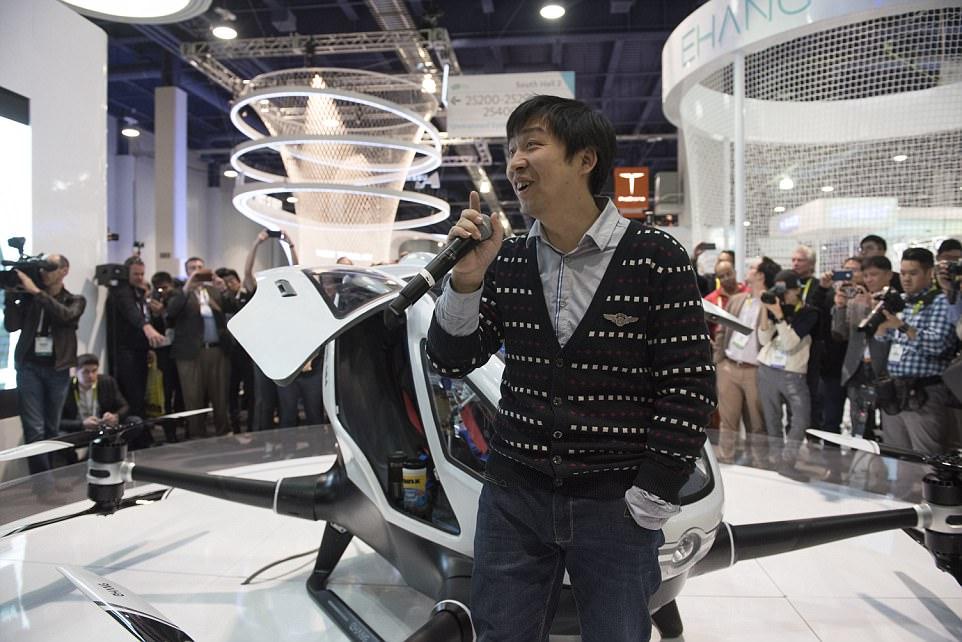 Presidente / CEO Hu Huazhi de EHang revela a 184 Autónoma veículo aéreo na CES Las Vegas a partir do Centro de Convenções de Las Vegas