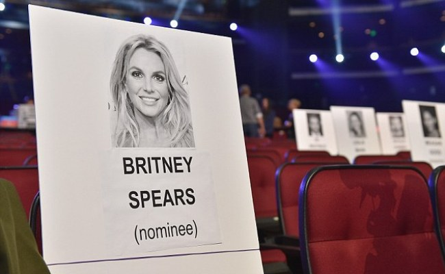Britney Spears Apologises After She Fails To Pick Up Her