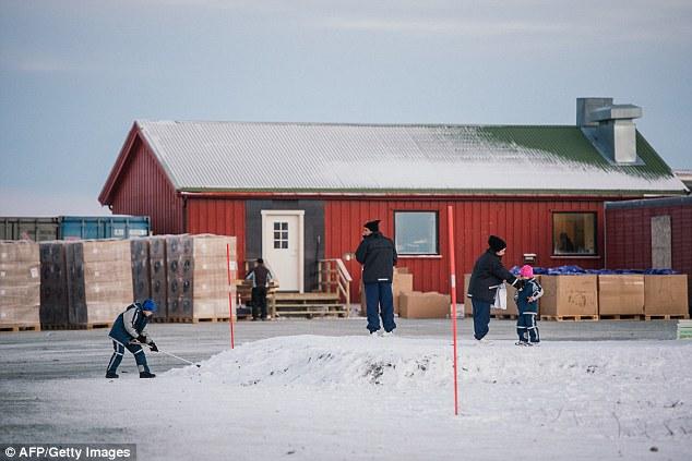 Organizaciones no gubernamentales han expresado su indignación en los migrantes se ven obligados a volver sobre sus pasos sobre dos ruedas en invierno, cuando las temperaturas en la región caen regularmente a menos 20 grados centígrados