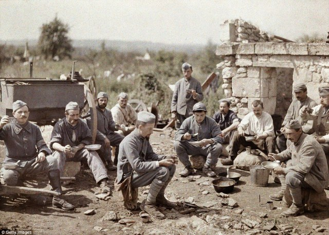 French soldiers of the 370th Infantry Regiment are eating soup during the battle of the Aisne, on the Western Front in 1917