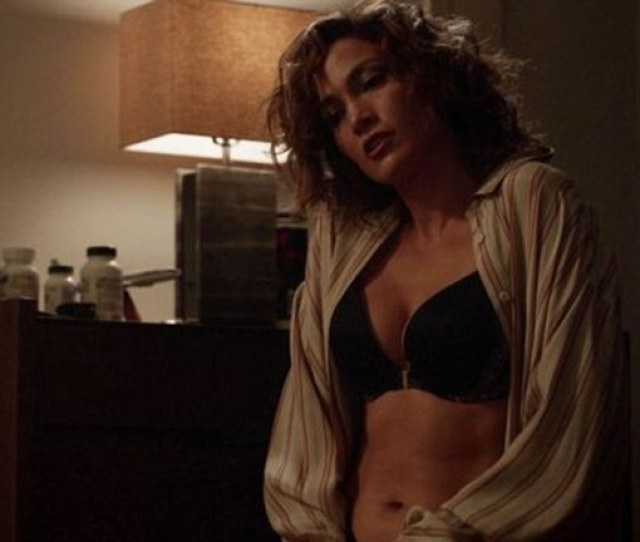 Looking Good The 46 Year Old Actress Unveiled Her Amazing Abs Honed