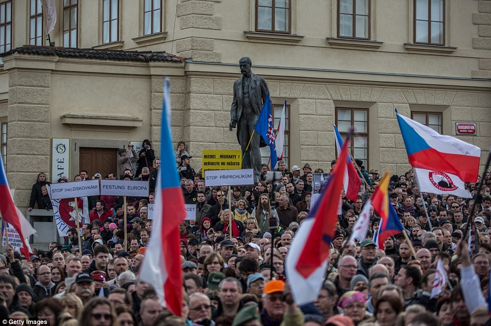 Thousands of people gathered in front of Prague Castle, in the Czech capital, for a demonstration called 'Together against islamisation' organized by Czech right-wing populist party Usvit (Dawn - National Coalition)