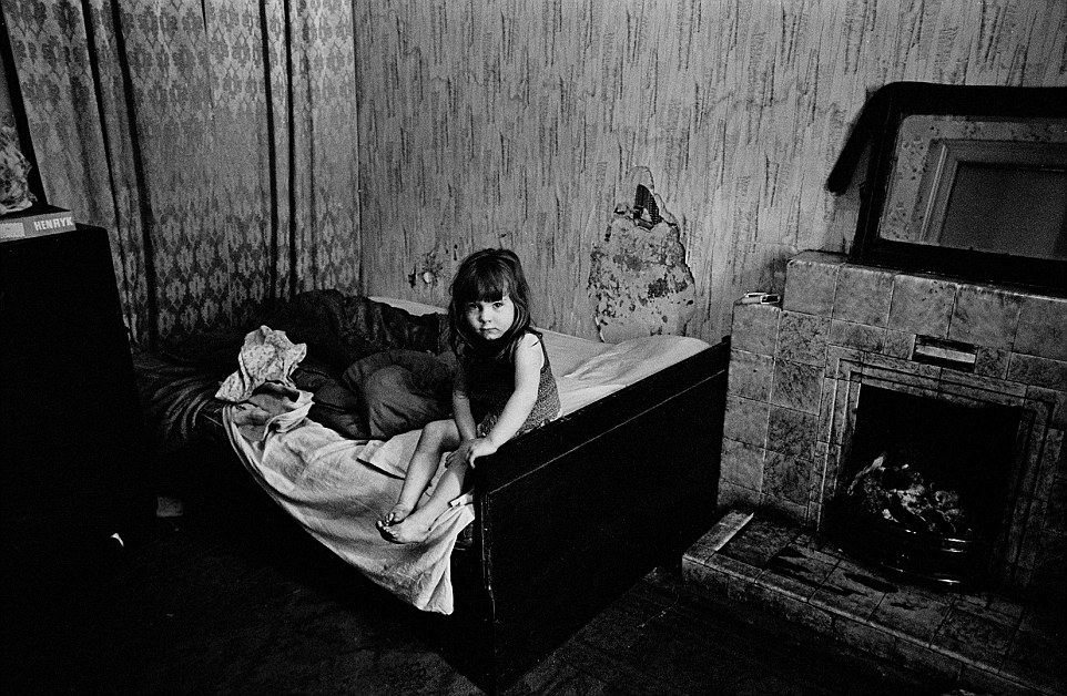 camden sofa bed replacement seat cushion covers nick hedges's photographs of britain's slums show the ...