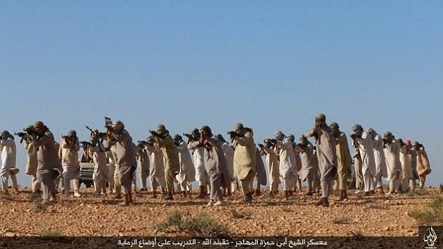Jihadistas em trem Líbia na província de Tripoli como ISIS continua a expandir-se no país dilacerado pela guerra