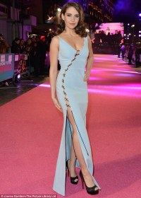 Alison Brie dons lace-up gown at How To Be Single premiere ...