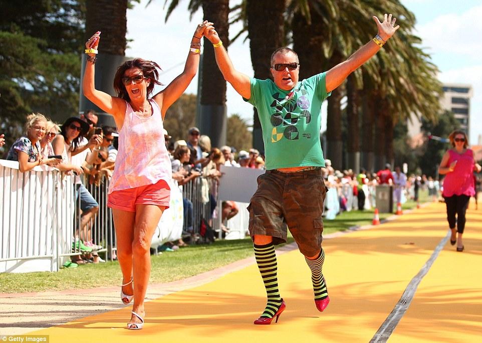 Cupids Undie Run Sees Runners Race Wearing Only Their