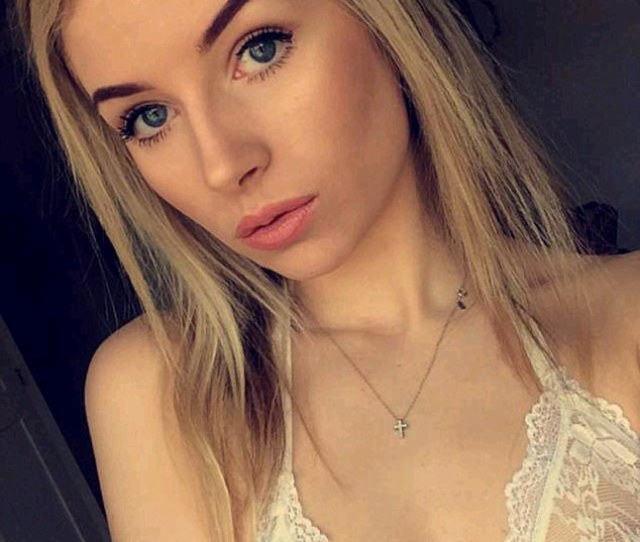 Sexy Lady Kate Moss Model Sibling Lottie Moss Posted A Very Sexy Snapchat Of