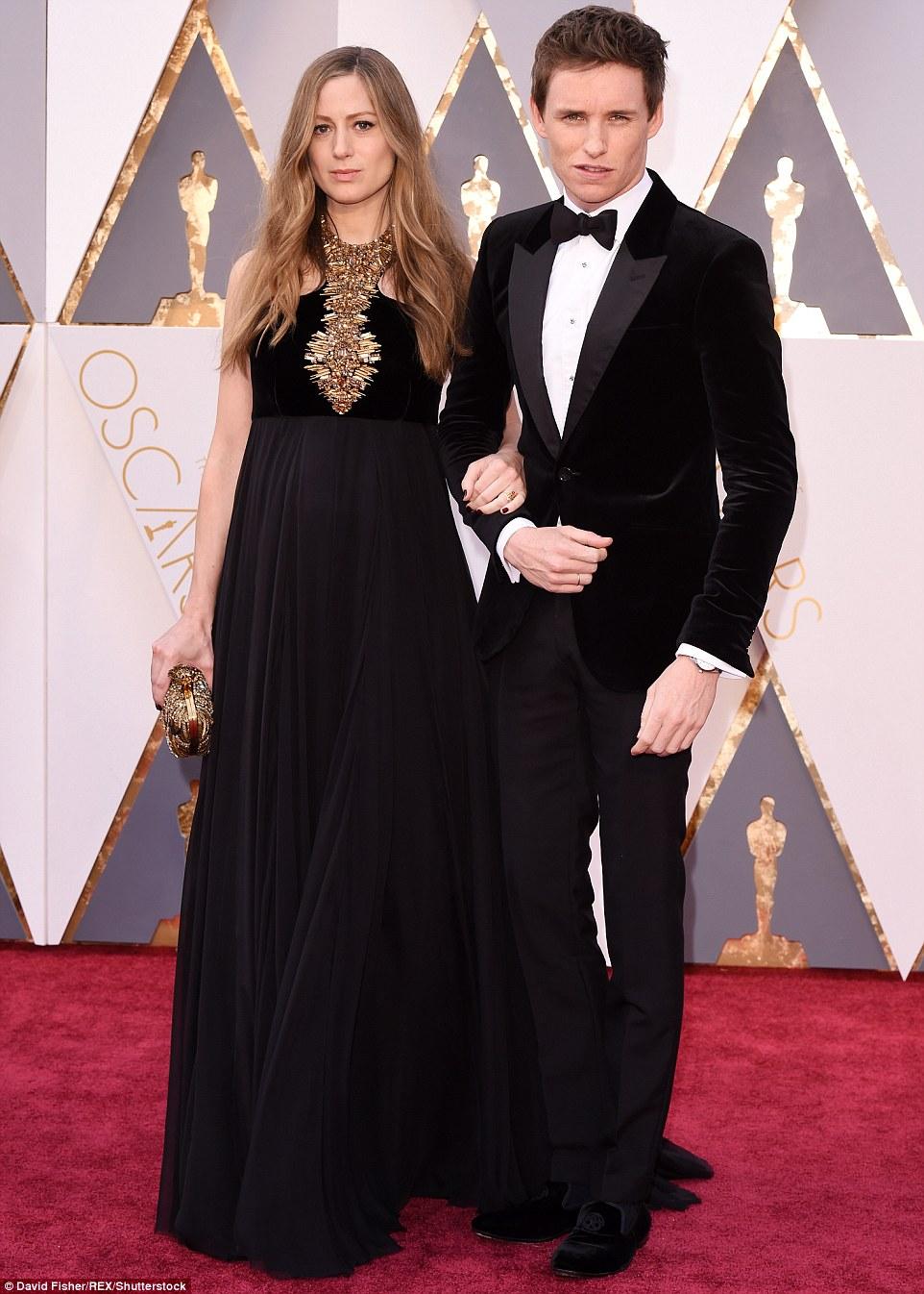 Orgulhosos pais-a-ser: Eddie Redmayne foi braço-de-braço com sua adorável esposa Hannah Bagshawe, que está esperando seu primeiro filho juntos