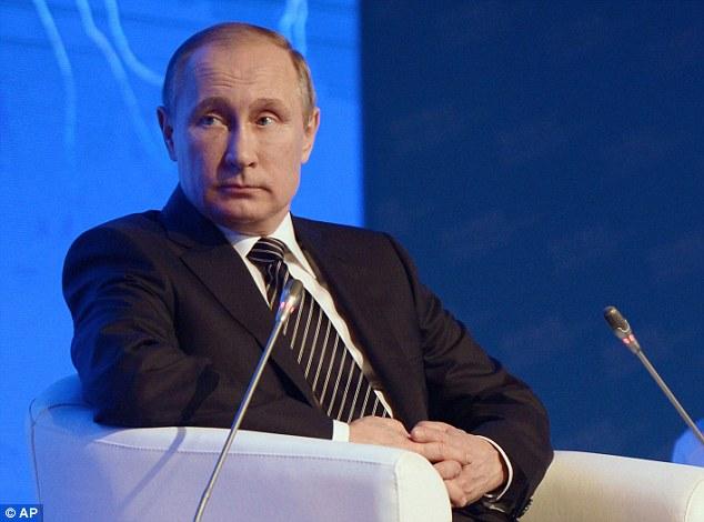 """Rusia está utilizando una """"guerra de información"""" para provocar la disidencia contra el líder alemán que ha sido un defensor de las sanciones contra el régimen de Putin, dijo el experto de la OTAN"""