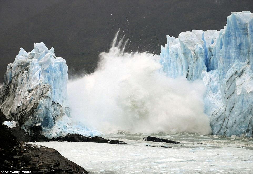 Ice Fall Wallpaper Perito Moreno Glacier S Ice Bridge Collapses In Argentina