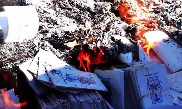 -Se em fumo: A destruição dos livros é o mais recente caso em que os jihadistas têm procurado para purgar a sociedade de qualquer coisa que não se conforma com a sua interpretação violenta do Islã
