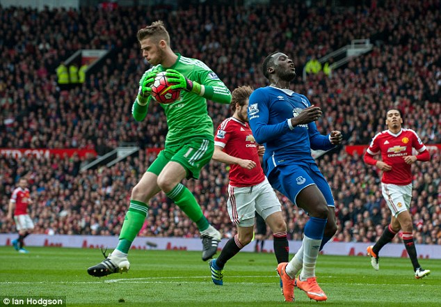 Manchester United keeper David de Gea (left) comes out to deny Romelu Lukaku