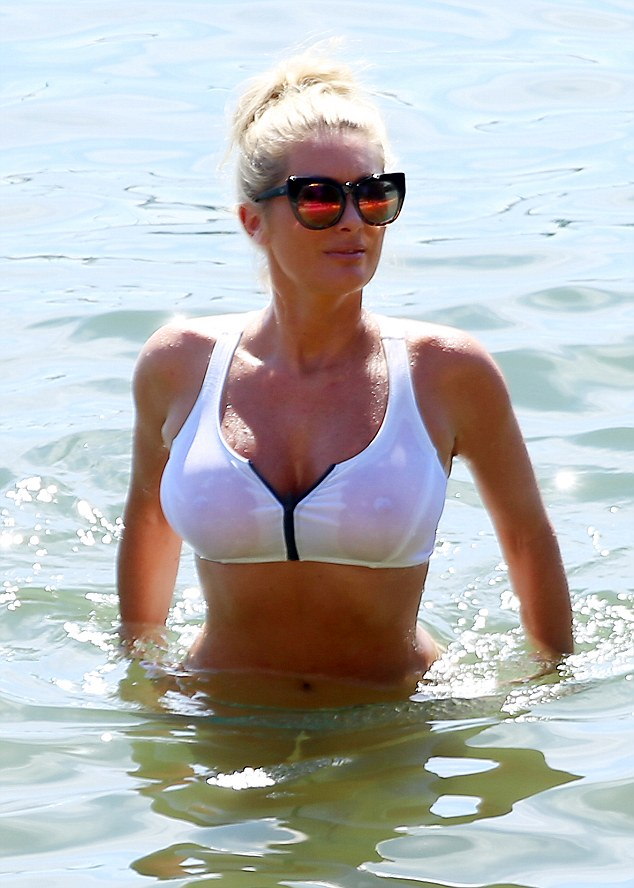 Wet T Shirt Effect The Reality Tv Personality Turned Plenty Of Heads In Her