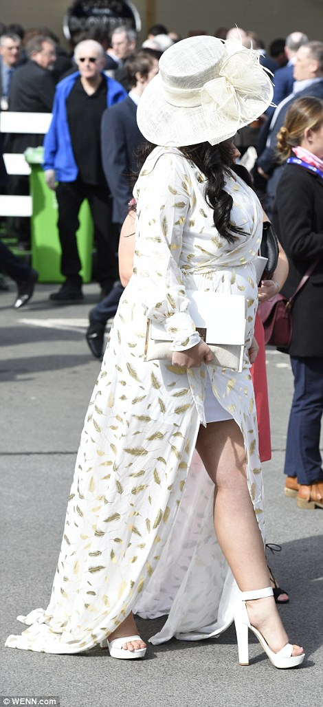 Gold and white was a popular choice among fashionable racegoers