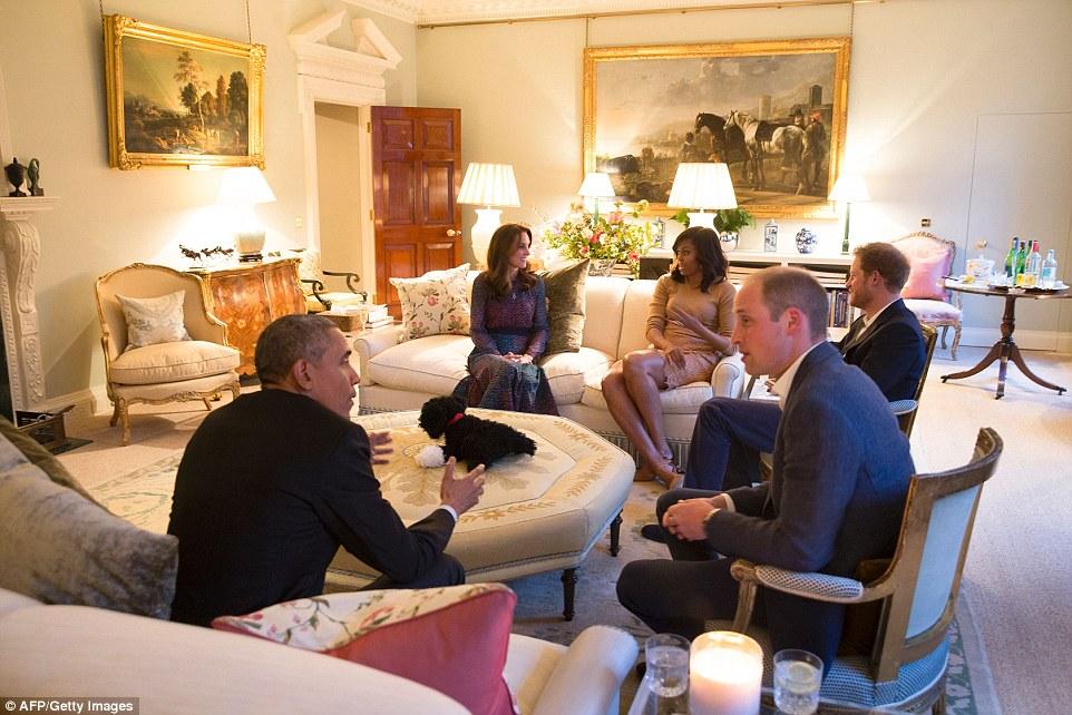 Imagens mostram o interior de seu apartamento no palácio de Kensington, pela primeira vez, que foi remodelado com £ 4,5 milhões do dinheiro dos contribuintes - embora o casal pagou a conta para luminárias e mobiliário próprios