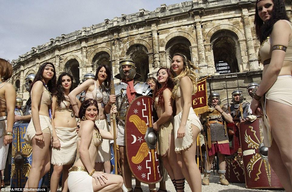 Completo com lutas de gladiadores, corridas de bigas e um faraó egípcio altiva - esta celebração da vida romana foi uma verdadeira festa para os sentidos
