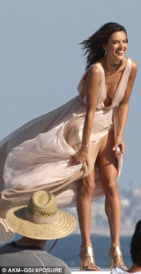 Marilyn moment! It's no surprise considering the Brazilian mother-of-two was combating windy weather throughout the day