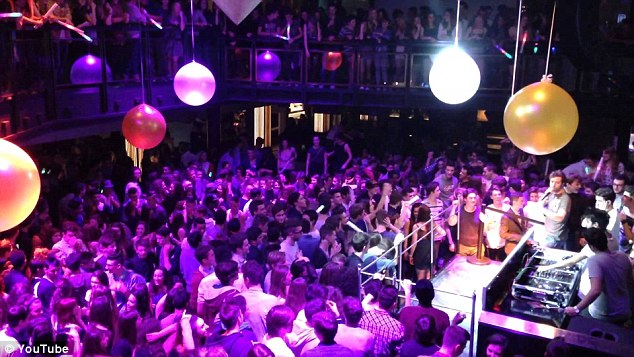 Four Americans and two men of African origin were hospitalized in the massive brawl. Above, a view inside the nightclub