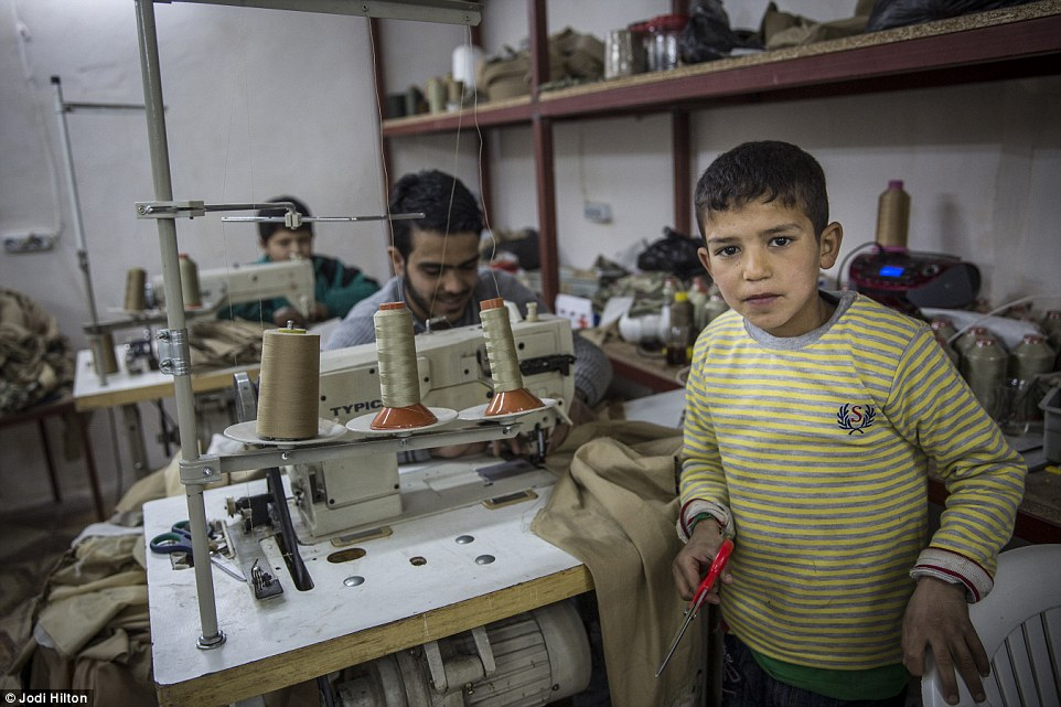 Αποτέλεσμα εικόνας για young child refugees works in factory in turkey