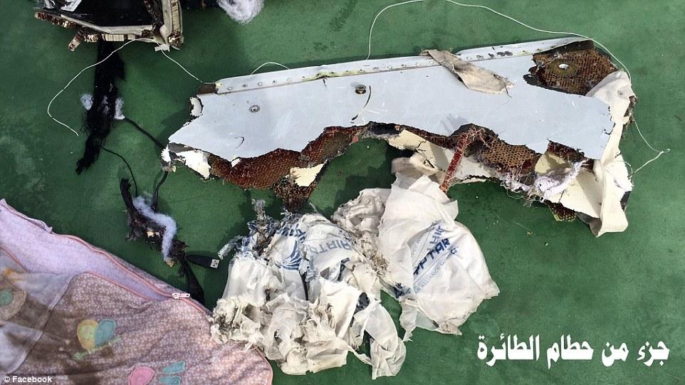 Encontrar: El descubrimiento de la caja de negro podría proporcionar pista vital en lo que causó el avión de pasajeros se bloquee en su viaje desde París a El Cairo