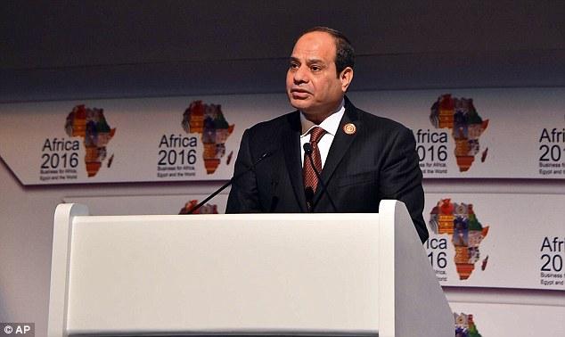 Algunos trabajadores también escribieron 'traidor' y 'asesino' en los mensajes dirigidos al presidente de Egipto, Abdel Fattah el-Sisi (en la foto, en una conferencia centrada en África en Sharm el-Sheikh en febrero de 2016)