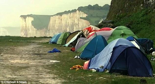 Los Inmigrantes Dicen que los Traficantes de las Personas Cobran Alrededor de 7.000 £ para llevarlos A través del Canal