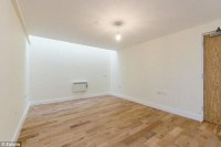 Two-bedroom Brixton flat without any WINDOWS up for rent ...