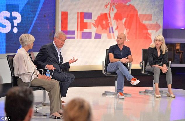 Sheila Hancock, en la foto con Simon Schama, Steve Hilton y Selina Scott, ganó elogios de compañeros Remain defensores de su apasionada defensa de la Unión Europea durante el debate