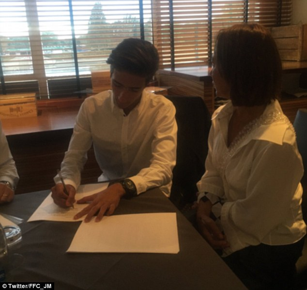 Jose Mourinho Jr., who plays as a goalkeeper at youth team level, has signed a two-year-deal with Fulham