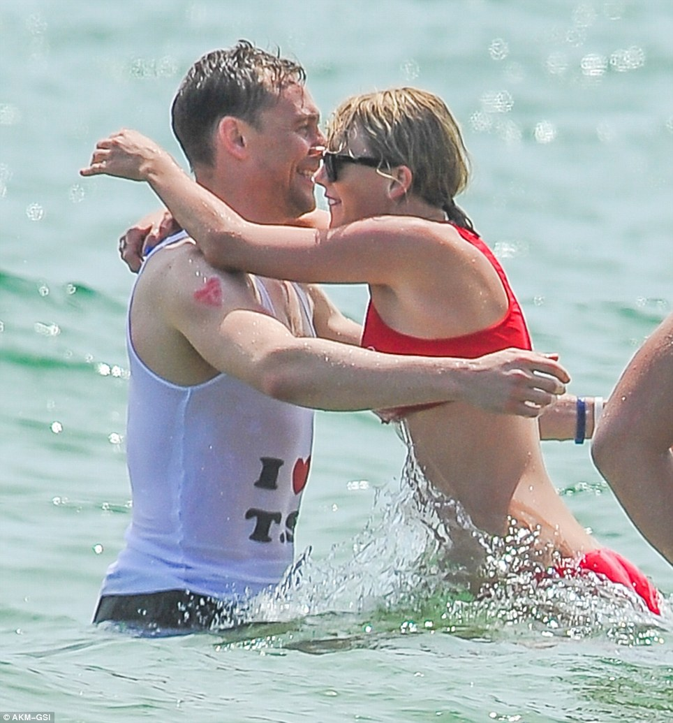 https://i0.wp.com/i.dailymail.co.uk/i/pix/2016/07/04/11/35EC813100000578-3672998-Tom_Hiddleston_and_Taylor_Swift_put_on_their_most_loved_up_displ-m-9_1467628274118.jpg