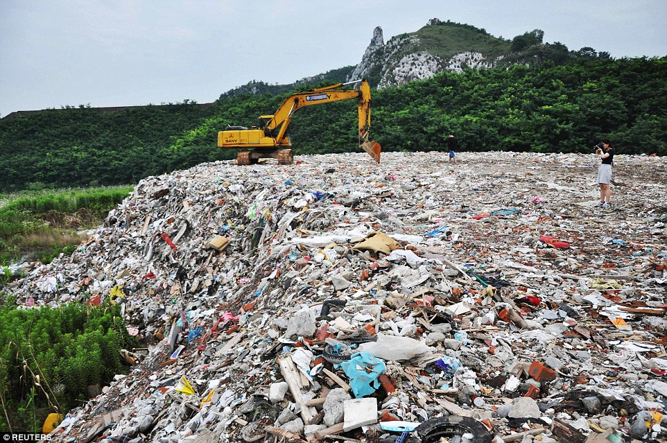 Residents in Suzhou shocked to find rubbish dumped into