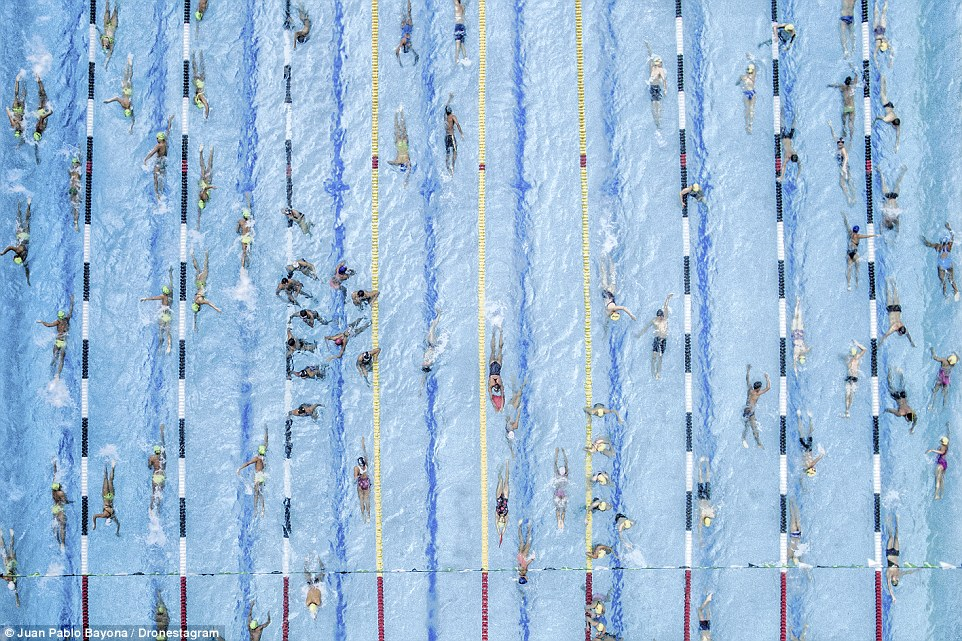Second place, sports and adventure: Juan Pablo Bayona was covering a competition in Cúcuta, Colombia, when he decided to try something different and photograph the swimmers from above. The result was spellbinding
