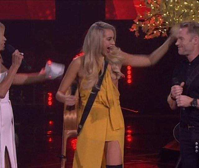 Nip Slip The Voice Australias Natasha Lockhart Centre Experienced An Unfortunate