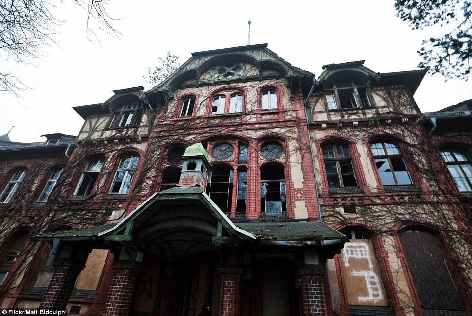 Alcuni edifici sono stati ben tenuto e anche ripristinato prima che il sito fu abbandonato nel 1990