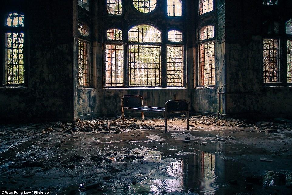Beelitz-Heilstätten ora ha un'aura inquietante, più di un secolo dopo che è stato costruito nel 1898, appena a sud di Berlino