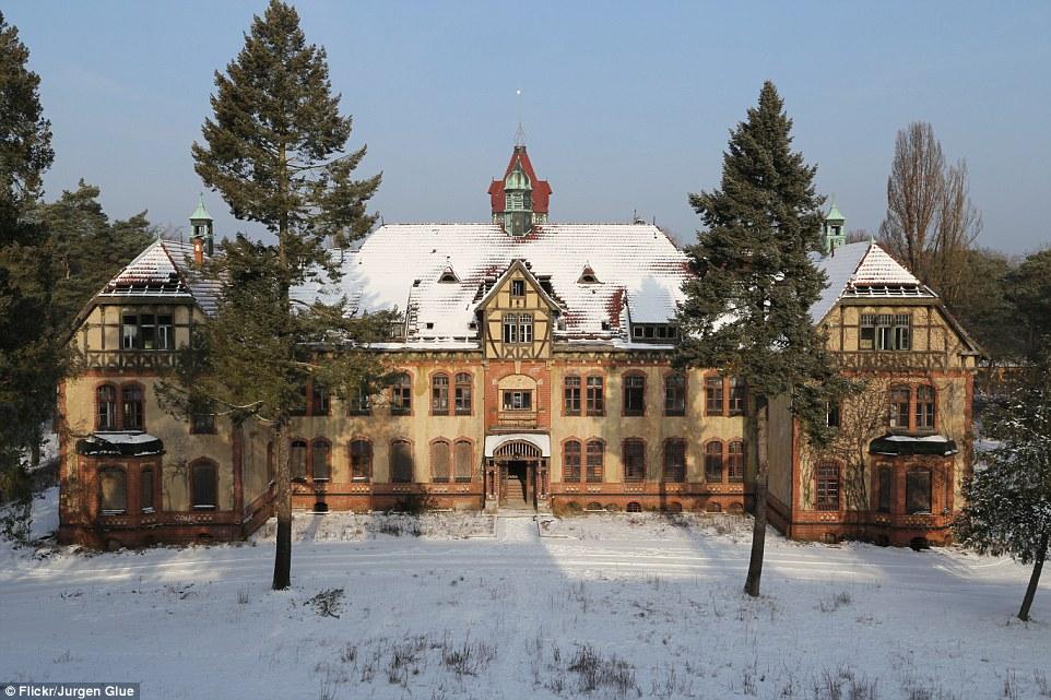 Il sito ospedale ha una strana sensazione, soprattutto in inverni freddi tedeschi, ed è stato utilizzato per per girare un video musicale per la leader tedesca hard rock banda Rammstein