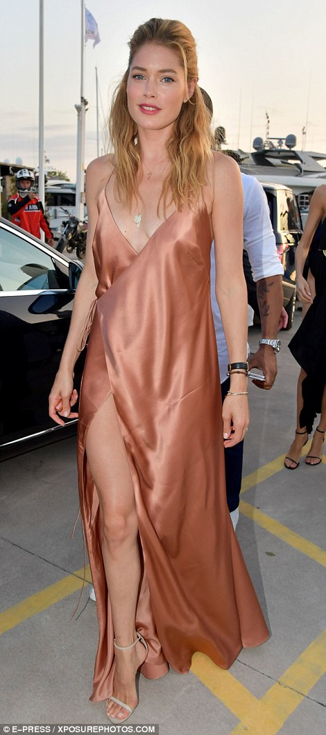 Doutzen Kroes Struggles To Maintain Her Modesty At
