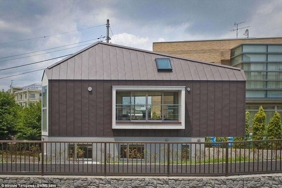 Temprati: L'edificio soddisfa gran parte dei suoi dintorni significato anche con la sua forma insolita in qualche modo si adatta ancora in