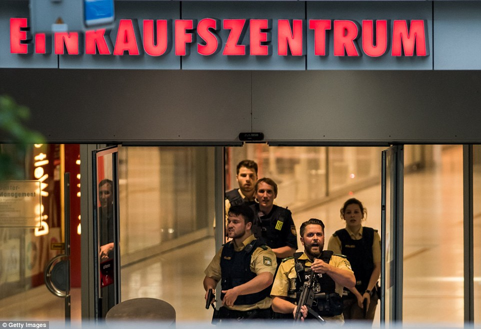Police officers respond to a shooting at the Olympia Einkaufzentrum (OEZ) at July 22, 2016 in Munich, Germany