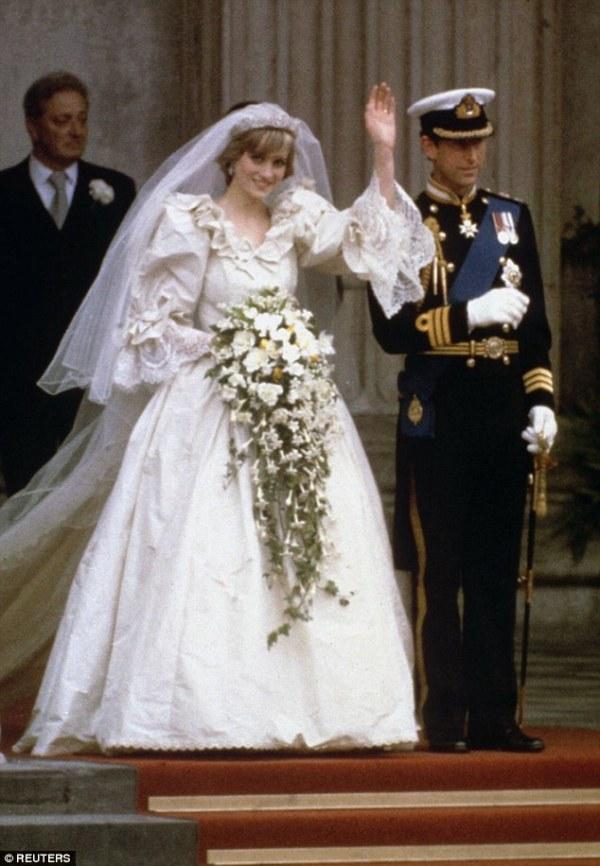 Princess Diana39s wedding dress designer reveals what gown