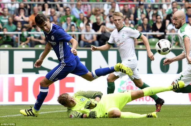 Brazilian midfielder Oscar tries to dribble round Wieswald in the Bremen goal but is denied by the keeper