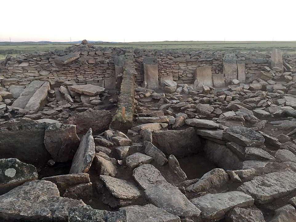 """O sítio arqueológico no Cazaquistão. Arqueólogos descobriram no ano passado, mas têm mantido seu segredo """"sensacional descoberta '"""