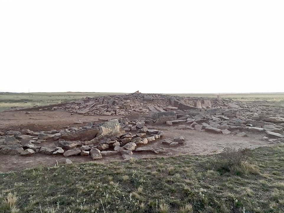 O site é uma sombra de seu auto anterior, com grande parte da estrutura em ruínas em comparação com alguns dos pirâmides egípcias