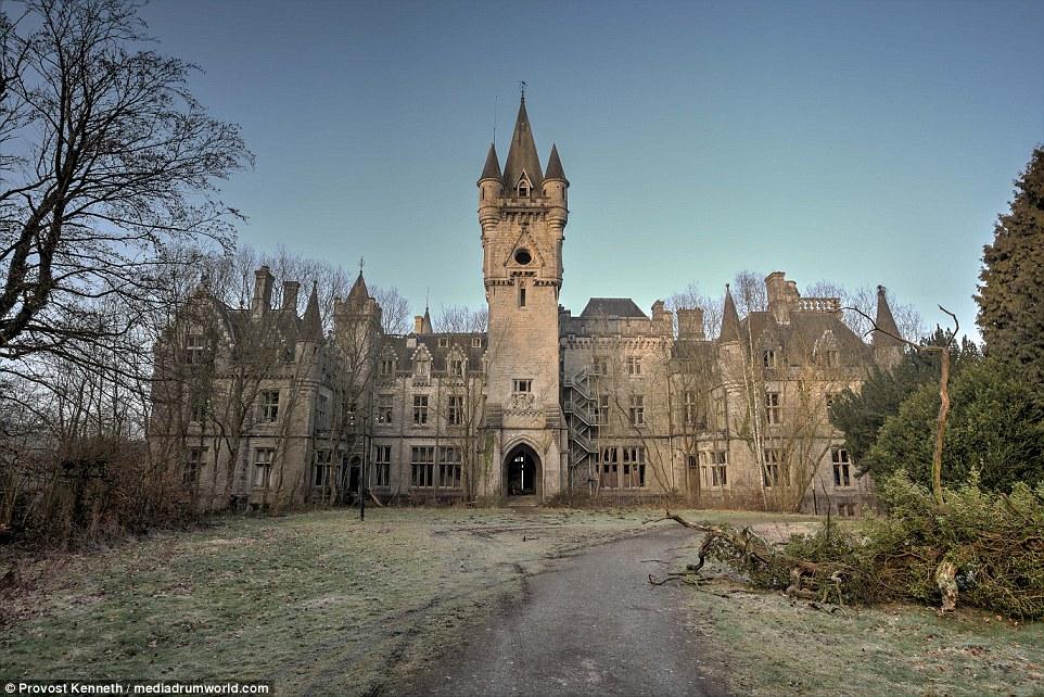 Queste immagini spettacolari mostrano quello che potrebbe essere il più perfetto castello da favola ¿se hadn¿t stato abbandonato