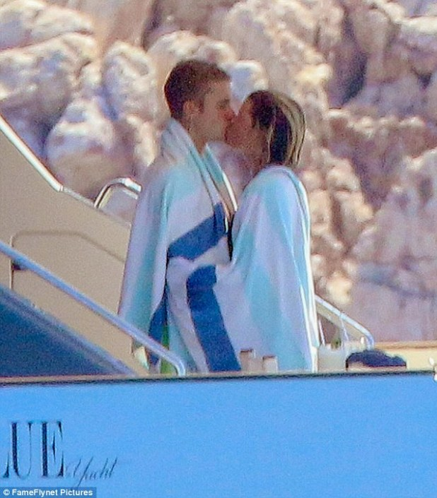 Young love: She sure seems to be head-over-stilettos in love with Bieber, having just spent the past several days glued to his side while vacationing in Los Cabos, Mexico Read more: http://www.dailymail.co.uk/tvshowbiz/article-3764253/Sofia-Richie-wears-beau-Justin-Bieber-s-sweatpants-Purpose-tour-lovefest-Mexico.html#ixzz4IqBw6fMW Follow us: @MailOnline on Twitter | DailyMail on Facebook