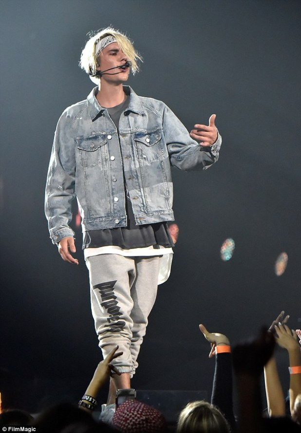 He wore it first: The Cold Water hit maker had on the exact same Purpose sweatpants on in March when in LA Read more: http://www.dailymail.co.uk/tvshowbiz/article-3764253/Sofia-Richie-wears-beau-Justin-Bieber-s-sweatpants-Purpose-tour-lovefest-Mexico.html#ixzz4IqB9uzsn Follow us: @MailOnline on Twitter   DailyMail on Facebook
