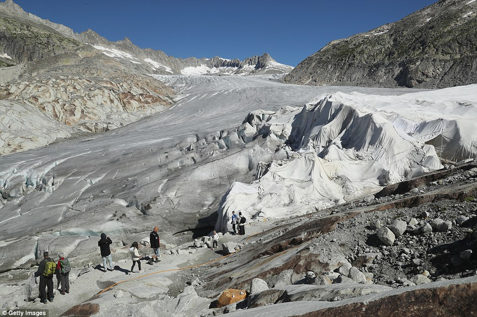 Gli scienziati dicono che lo scioglimento dei ghiacciai in Europa (ghiacciaio del Rodano foto) ha accelerato drammaticamente sin dal 1980